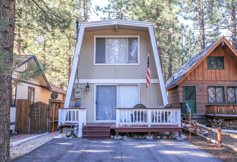 A Humble Hilltop Hideaway, vacation rental in Big Bear City