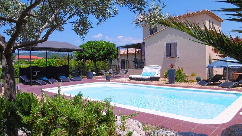 Villa Zen Attitude - Piscine - Vue au pied du Mont Ventoux, holiday rental in Modene