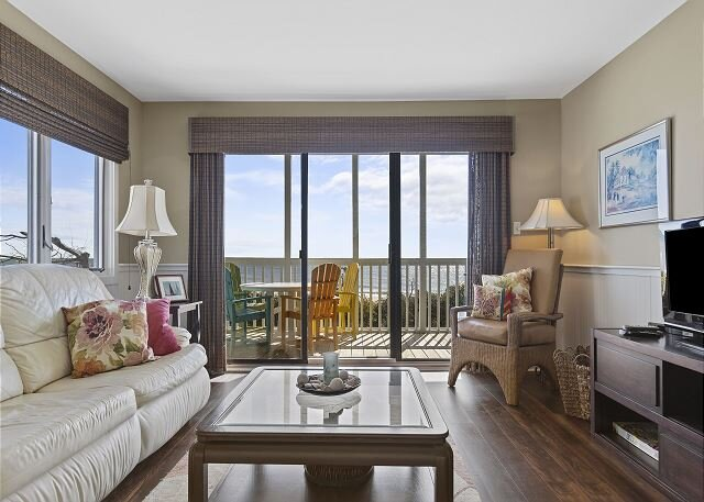 UPDATED OCEANFRONT CONDO - GREAT VIEWS, casa vacanza a Newport