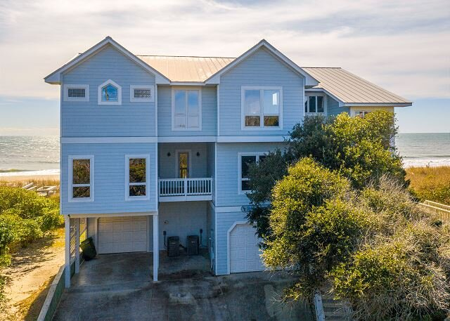 OCEANFRONT HOME WITH ELEVATOR COMMUNITY POOL, casa vacanza a Newport