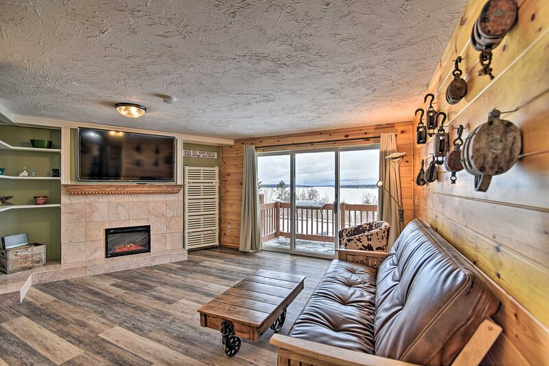 NEW! Rockwood Condo w/ Deck & Views of Mt. Kineo!, holiday rental in Kokadjo