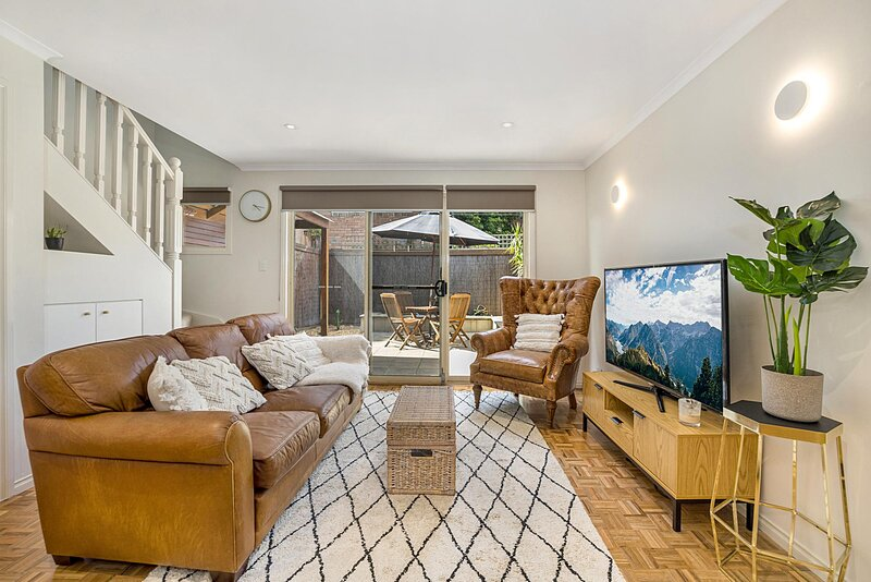 2-Bed Unit With Courtyard 15 Min From St Kilda Beach – semesterbostad i Caulfield