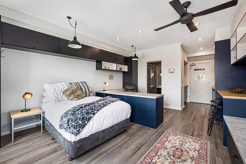 Studio Apartment near University and Lygon St Dining, holiday rental in Moreland