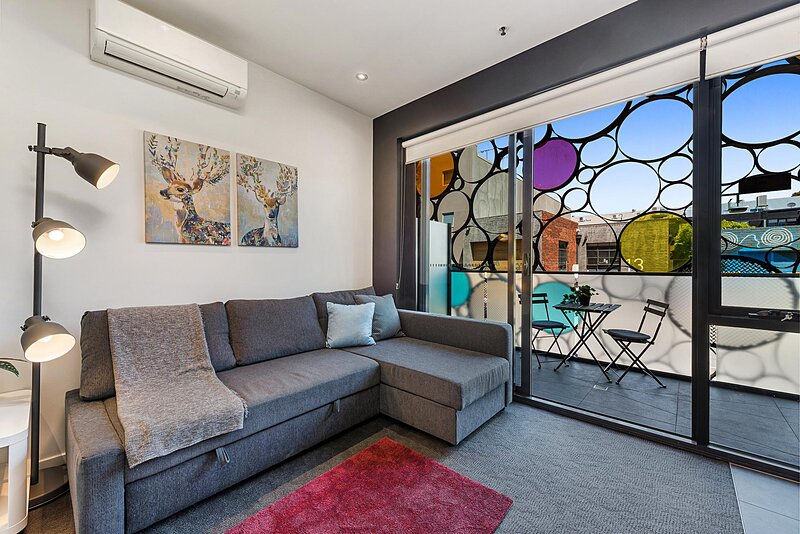 2-Bed Unit with Balcony near St Kilda Beach – semesterbostad i St Kilda East