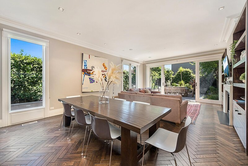 Luxurious 3-Bed House with BBQ Patio and Parking, holiday rental in Hawthorn