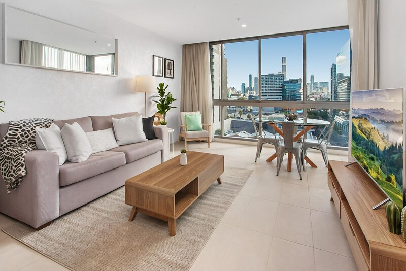 Chic Valley Unit with Parking and Rooftop Pool and BBQ, alquiler vacacional en Everton Park