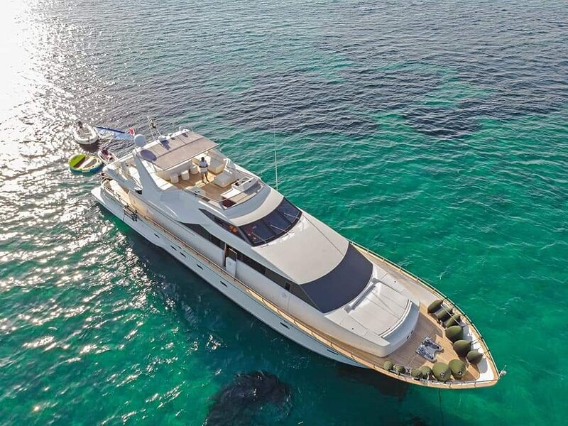 Luxury 30m Falcon Yacht, vacation rental in Aggelika