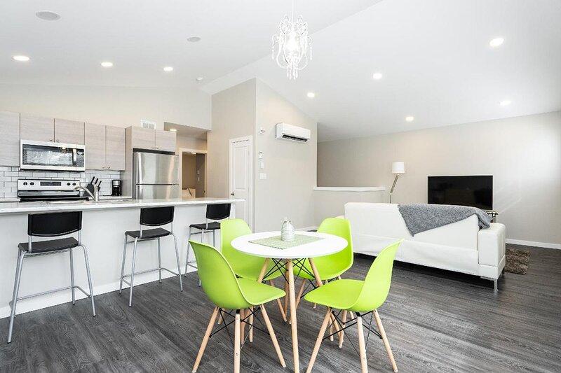 Modern 2 Bedroom - Close to DT & Airport, casa vacanza a Winnipeg