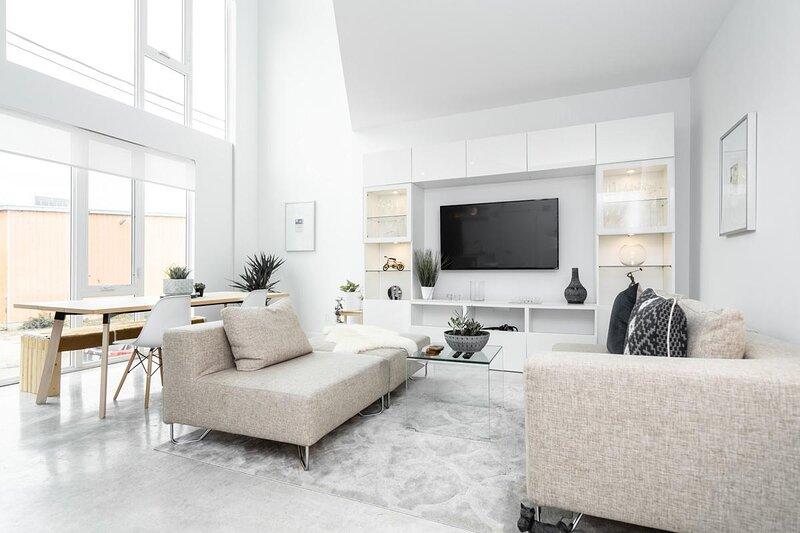 2 Bedroom Architectural Dream Steps from Downtown, alquiler de vacaciones en Winnipeg