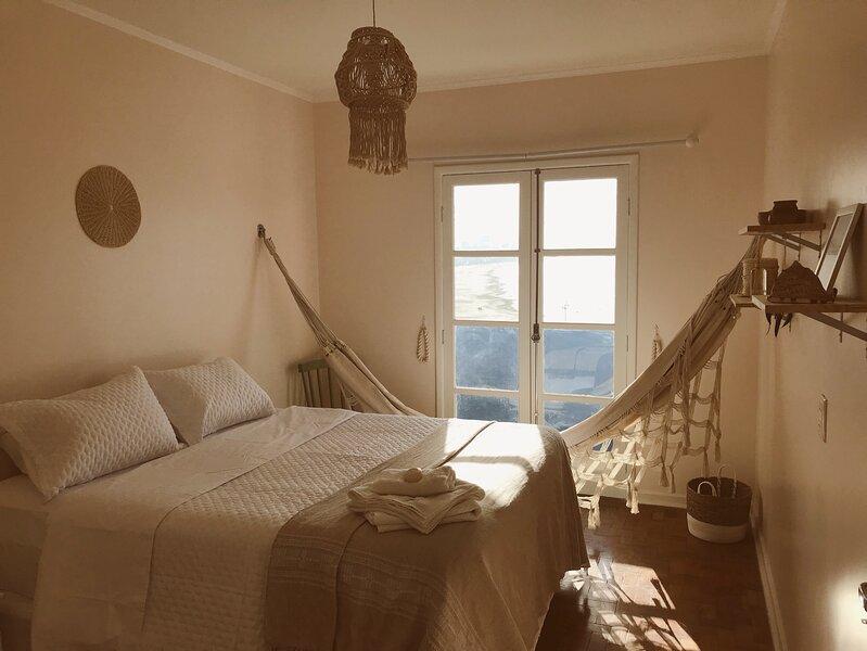 Apartamento à beira-mar com varanda, aluguéis de temporada em Santos