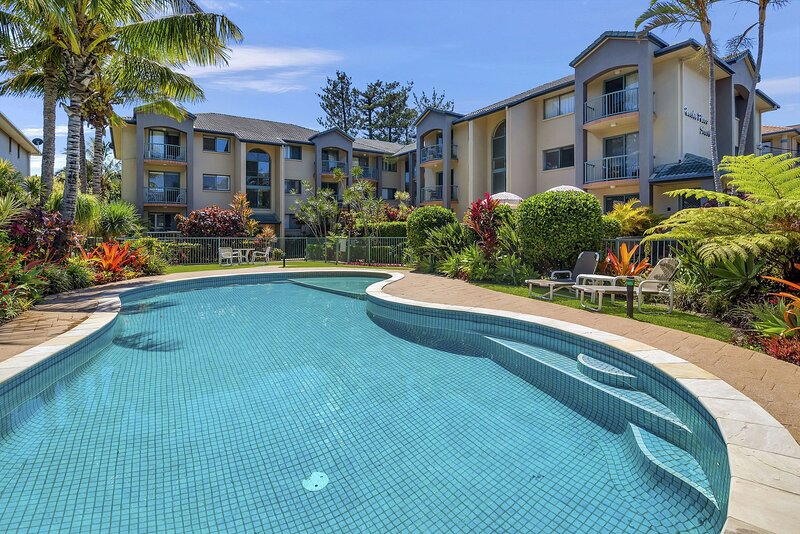 Pacific Place South 17 - Contemporary, Blissful Beachside Bilinga - Min. 3 night, holiday rental in Bilambil Heights
