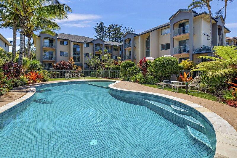 Pacific Place South 17 - Contemporary, Blissful Beachside Bilinga - Min. 3 night, vacation rental in Bilinga