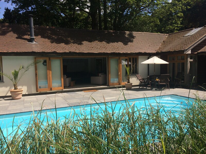 Beautiful Spacious Property in semi rural location with Pool and Tennis Court., location de vacances à Aldwick