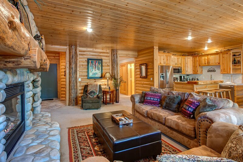 Comfortable and Inviting Log Cabin Design
