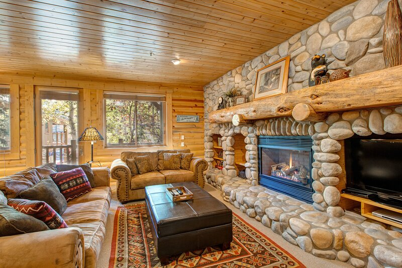 A True Mountain Cabin Feel - Cozy Up by the Gas Fireplace