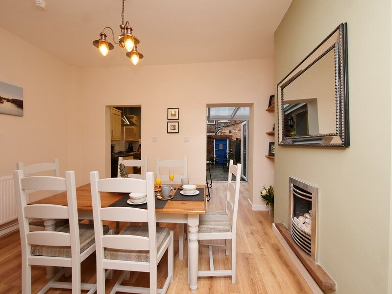 The River Walk House - Two bedroom, two bathroom cottage in York City Centre, vacation rental in Fulford