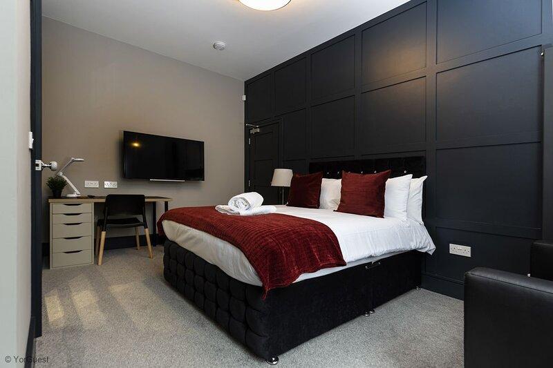 Suite 2 by Bootique Luxury Suites and Studios Wakefield - Ground Floor Bedroom S, aluguéis de temporada em Morley