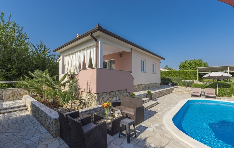 Villa Merjem with Sauna and Private Pool, holiday rental in Sveti Bartol