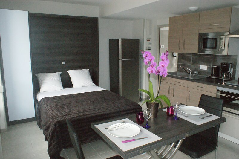 Amazing studio with garden & Wifi, vacation rental in Saint-Bomer-les-Forges