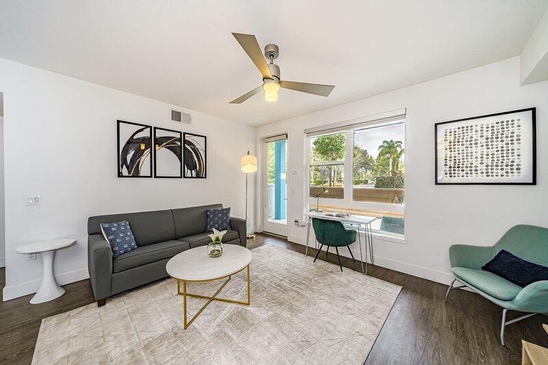 Kasa | Orange County | Spacious 1BD/1BA Apartment, vacation rental in Orange