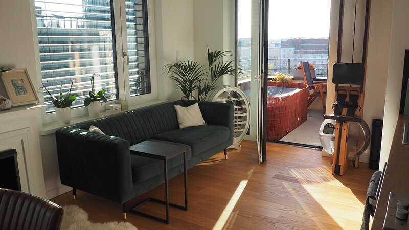 business/holiday apartment with whirlpool, casa vacanza a Schonwalde-Glien