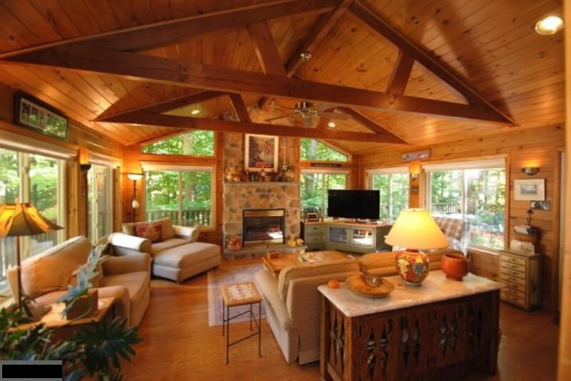 Bow in Arrow-Native Lake House,Game Room ( Arcade, Pool Table),Fishing, Kayaking, holiday rental in Pocono Mountains Region