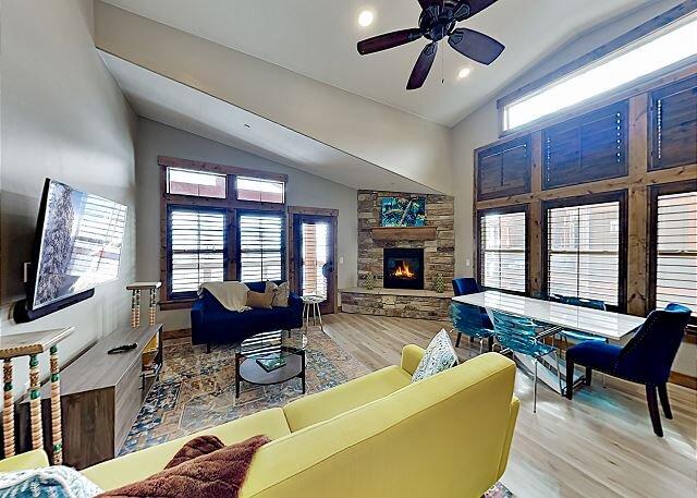 Modern Mountain Condo | New Interior, Balcony & Lake Views | Near Lift, holiday rental in Woodland