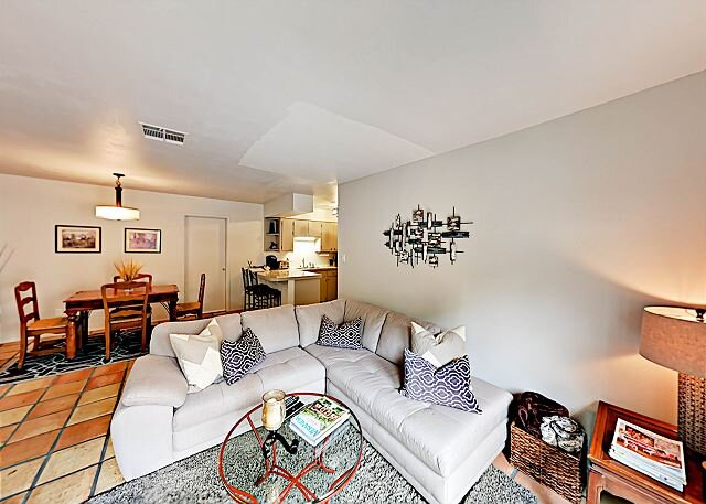 Hills Hideout: Charming Duplex w/ Fenced Yard & Patio, Close to Zilker Park!, vacation rental in West Lake Hills