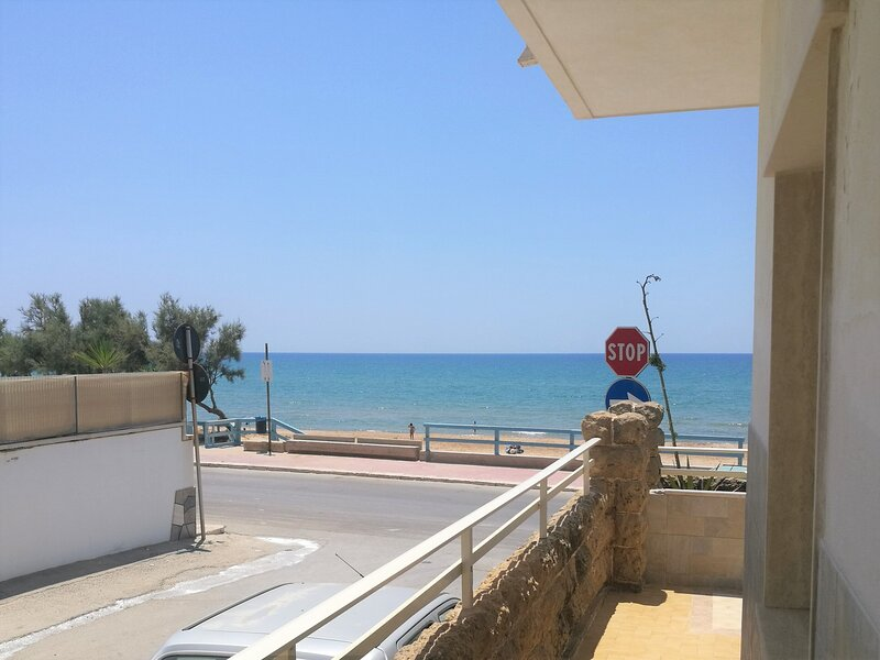 Appartamento a 30 metri dalla spiaggia. Adatto a famiglie., vacation rental in Scoglitti