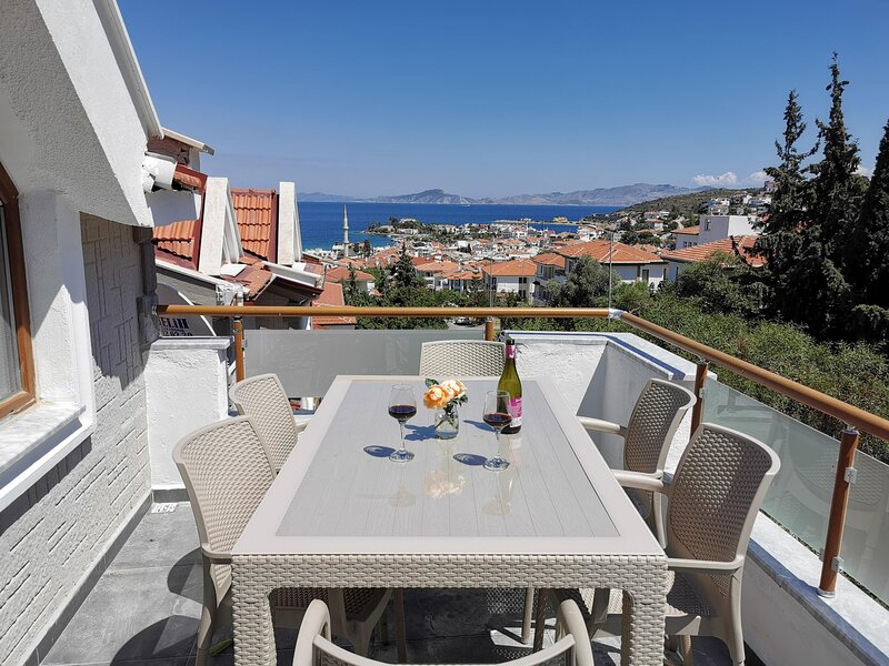 Beautiful apartment in Datça centre with a view, holiday rental in Palamutbuku