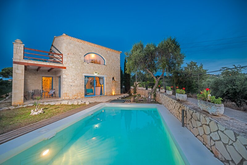 Astarte Villas - Beach Villa Nout, holiday rental in Neromilos