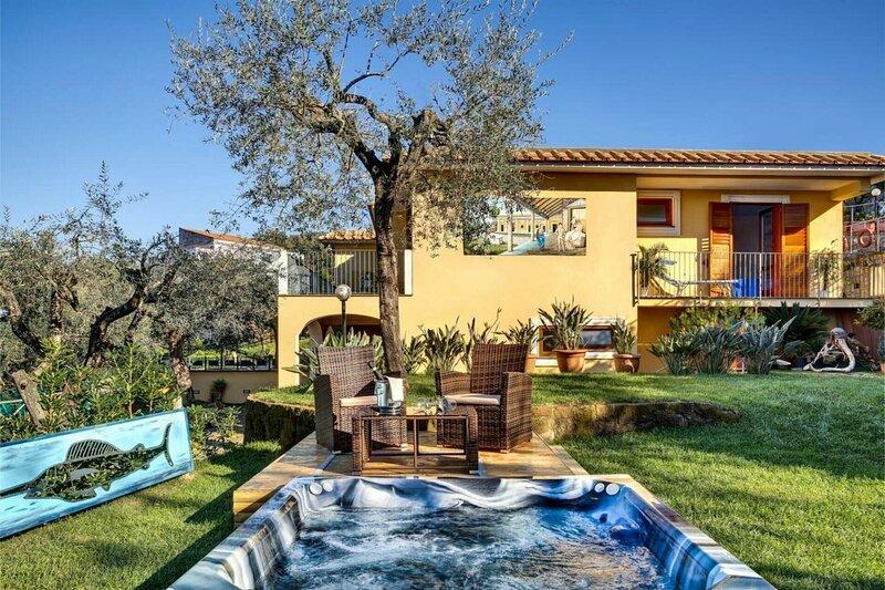 Villa Dei Dipinti, holiday rental in Schiazzano