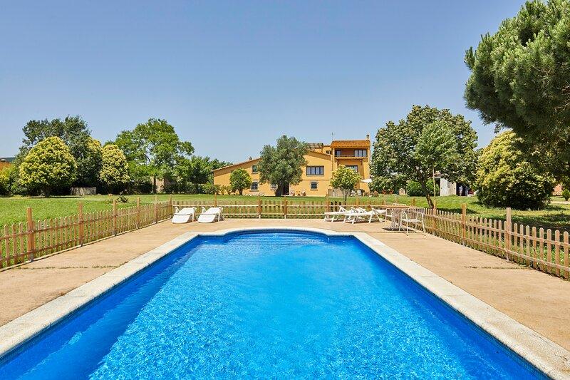 Casa rural con piscina en Cassà de la Selva, holiday rental in Cassa de la Selva
