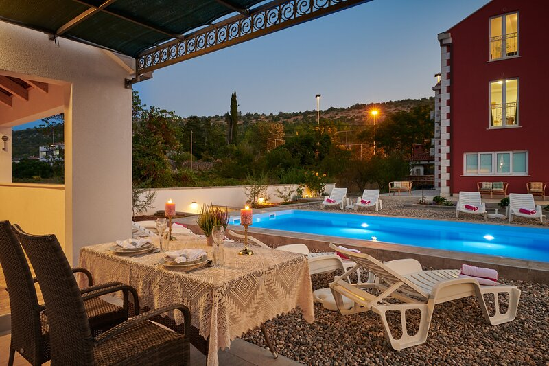 Villa Liberty - One Bedroom Apartment with a pool view (Navy), holiday rental in Zvekovica