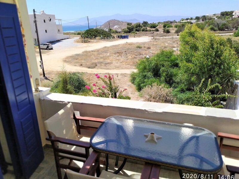 Naxos Seaside Retreat - Akti Romantic Escape, holiday rental in Agia Anna