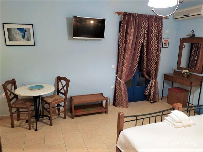 Naxos Seaside Retreat - Akti Cozy Escape, holiday rental in Agia Anna