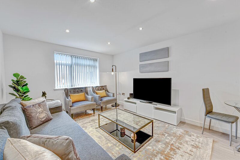 05 - St Martins House Luxury Apartments Ruislip Apt E, holiday rental in Ickenham
