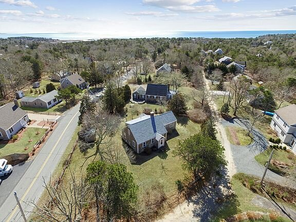 #645: 9-Min Walk to Water, Updated Kitchen, Foosball, Patio & Fire Pit, Outdoor, vacation rental in South Chatham