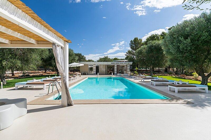 Sava Villa Sleeps 17 with Pool Air Con and WiFi - 5882425, holiday rental in San Marzano di San Giuseppe