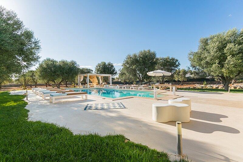 Sava Villa Sleeps 17 with Pool Air Con and WiFi - 5882432, holiday rental in San Marzano di San Giuseppe