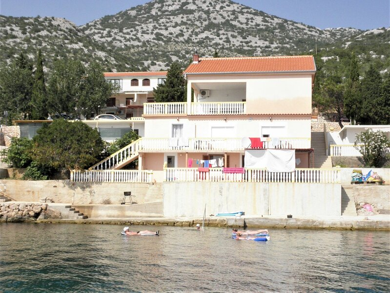 Dalibor - 5m from the sea with parking: SA3(2) - Lukovo Sugarje, holiday rental in Gospic