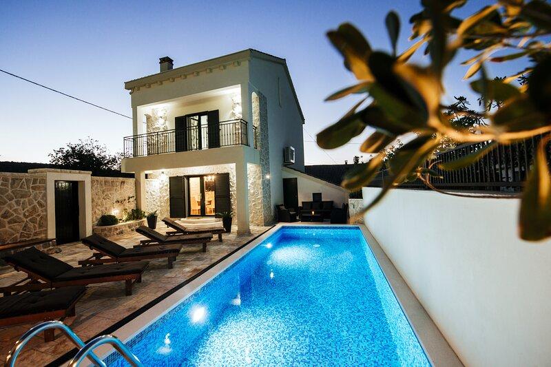 Poolincluded Villa Coza, casa vacanza a Vinjerac
