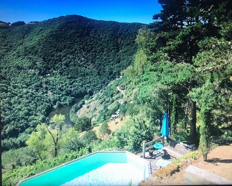 MAISON AVEC PISCINE 4PERSONNES AU MILIEU DES VIGNES AVEC UN PANORAMA INCROYABLE, holiday rental in Grand-Vabre