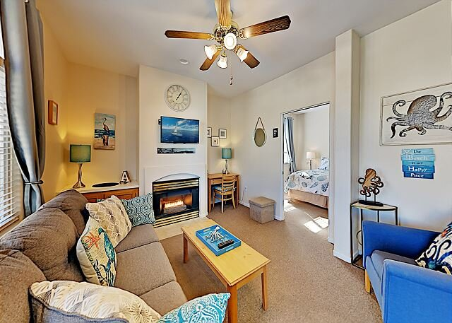 Pacific Plaza Resort | Top-Floor Condo with Hot Tub | Steps to Beach, Dunes, holiday rental in Oceano