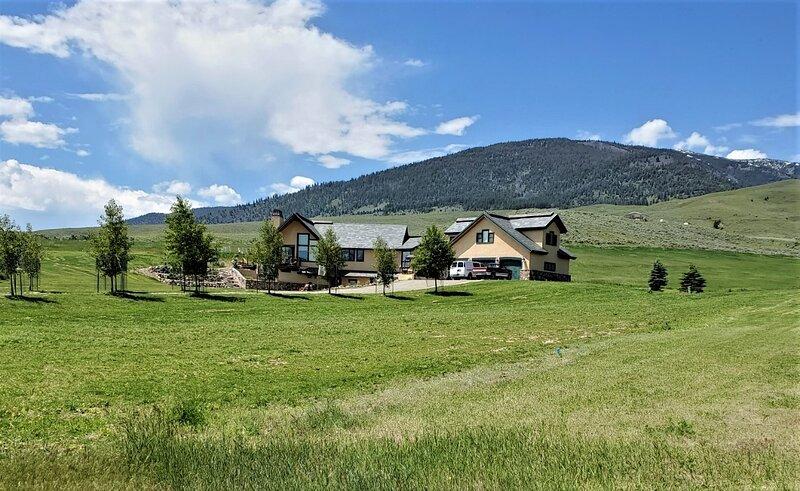 Upscale Apartment with Panoramic Views, alquiler de vacaciones en Salmon