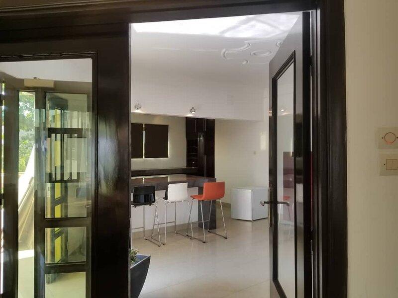Villa calme avec piscine, location de vacances à Lome