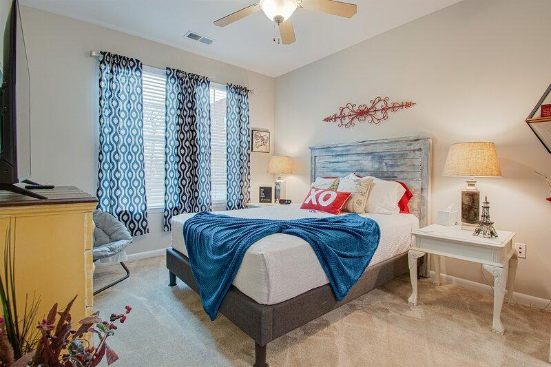 ⭕️ PARK CIRCLE  RESORT POOL GYM �FIREPIT ROKU � GAMES C, vacation rental in North Charleston
