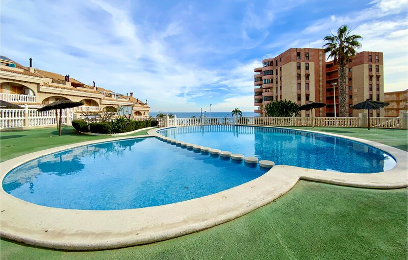 Beautiful home in Arenales del sol with Outdoor swimming pool, WiFi and 3 Bedroo, location de vacances à El Altet