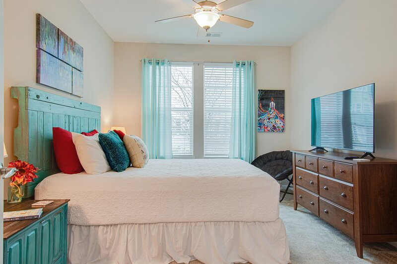 ⭕️ PARK CIRCLE  RESORT POOL GYM �FIREPIT ROKU � GAMES D, vacation rental in North Charleston