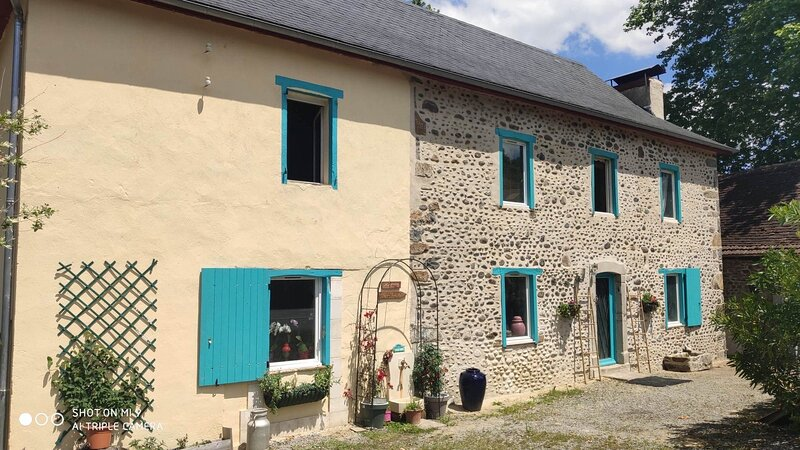 Old French stone cottage recently renovated, holiday rental in Susmiou